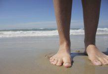 Босые ноги, пляж, песок, вода