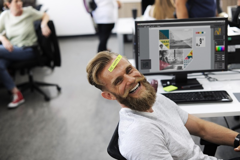 мужчина, офис, работа, радость, смех, улыбка