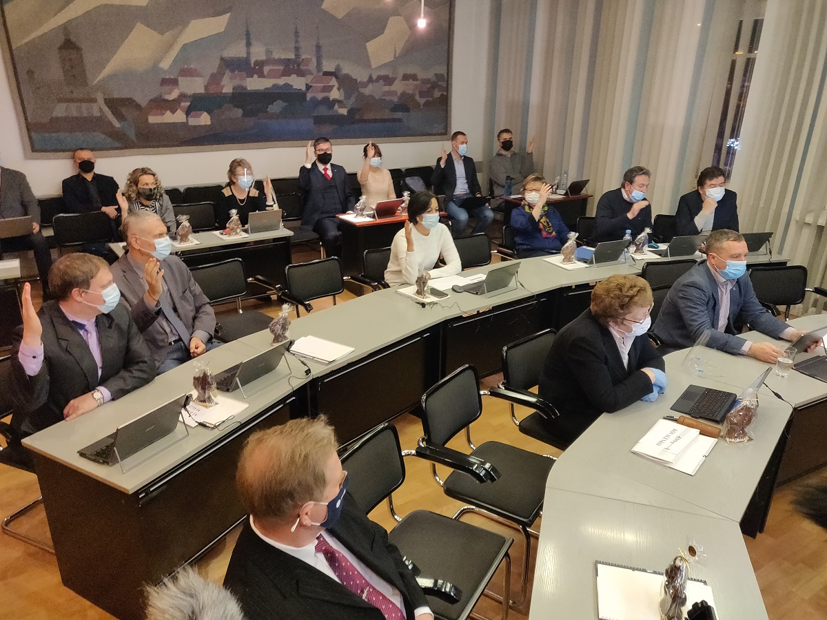 Голосование в зале городского собрания Нарвы 30 декабря