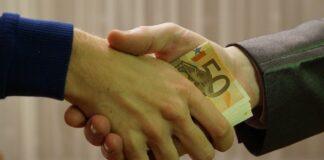 Взятка коррупция евро