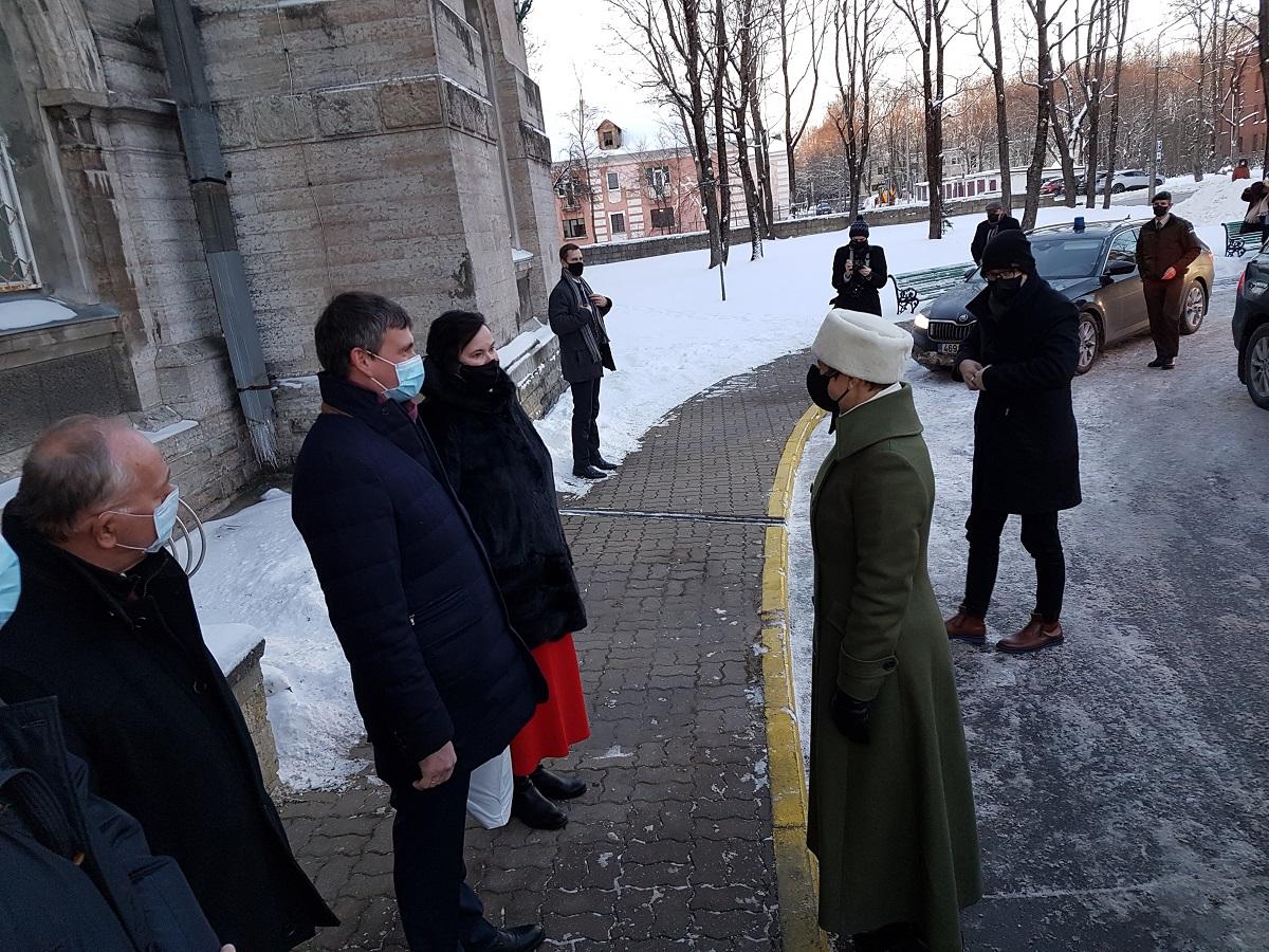 Посещение Керсти Кальюлайд нарвской больницы