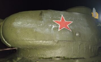 Памятник Танк после удаления оскверняющих надписей