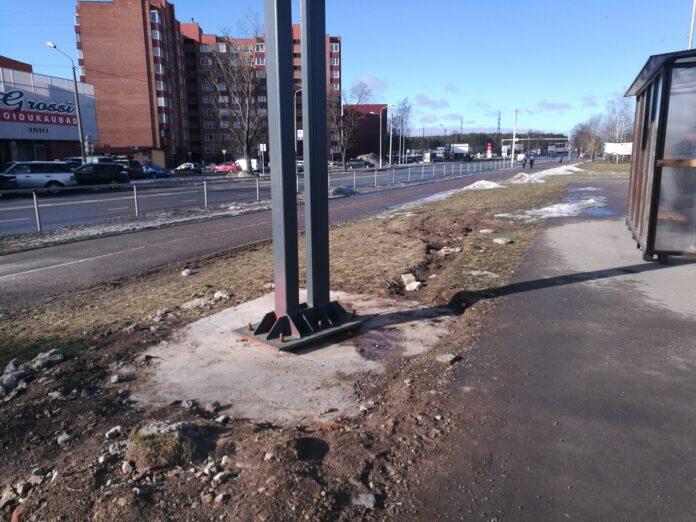 Таллинское шоссе, рекламный стенд, благоустройство