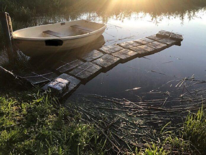Контрабанда сигарет на Псковском озере