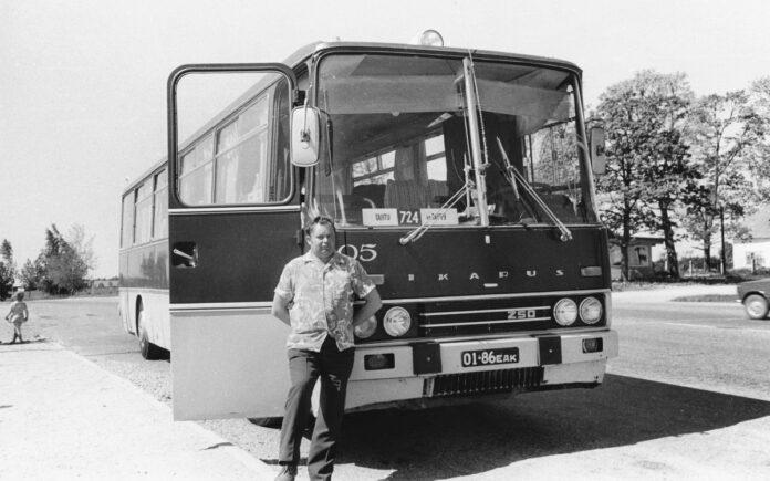 Первый Ikarus-250 в автобусном парке Юлемисте и его водитель Вольдемар Пийгли