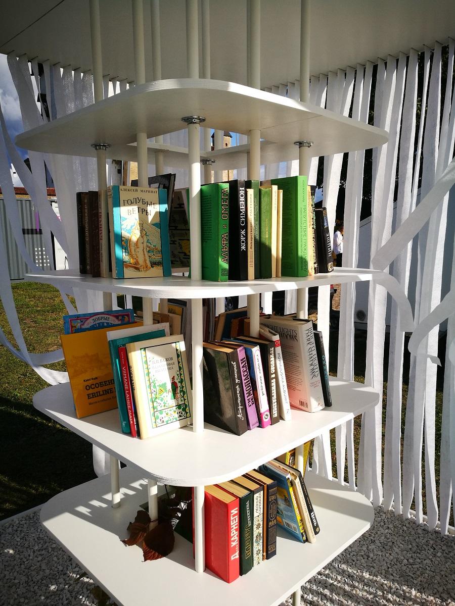 Уличная библиотека в Нарве